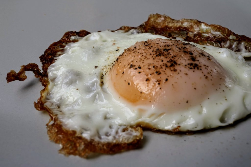 If you are yet to master a fried egg you need to learn how to fry eggs as they are a super quick and nutritious meal or even a great snack.If you are yet to master a fried egg you need to learn how to fry eggs as they are a super quick and nutritious meal or even a great snack. Once you can fry a good egg you will be on your way to bigger and better things in the kitchen.
