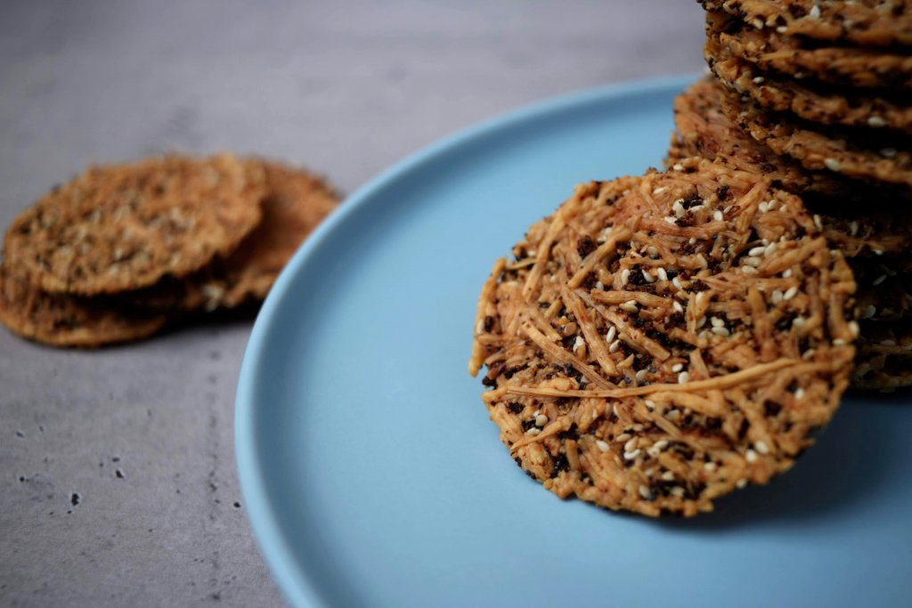 These keto cheese crisps are prefect to have with keto dip or to add to a grazing platter. If you are missing the crunch of a good crisp these give crunch